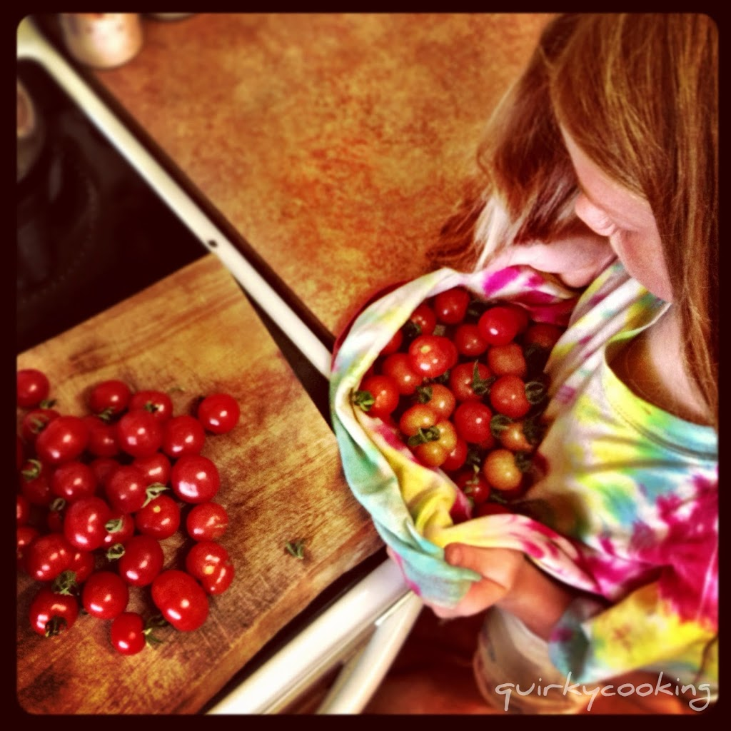 Making barbecue sauce, Quirky Cooking